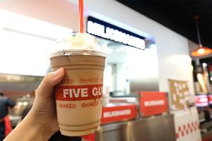 【five guys menu】美國人氣漢堡包店FIVE GUYS香港開第三間分店 全港最大店進駐中環!