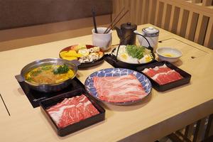 【東涌美食】東涌主打任食壽喜燒火鍋店「鍋處Hana」 新推日本A5頂級米澤和牛放題