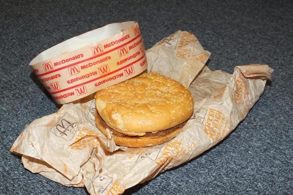 【麥當勞】世上最古老的麥當勞芝士漢堡 近25年仍完好無缺/老鼠也不偷吃