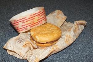 【澳洲麥當勞】世上最古老的麥當勞芝士漢堡 近25年仍完好無缺/老鼠也不偷吃