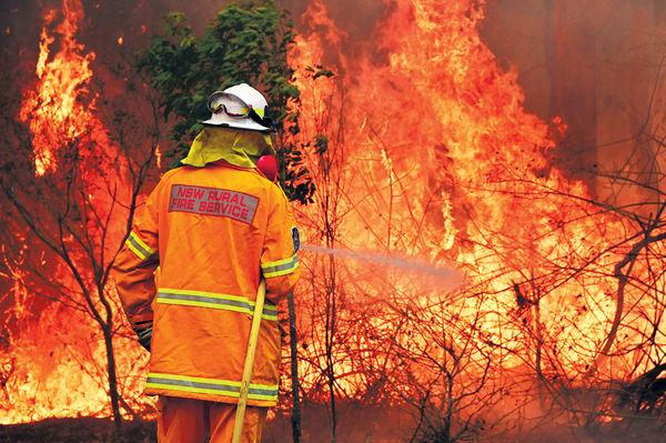 澳山火擴散 悉尼今高危 焚150間屋釀3死 兩州緊急狀態