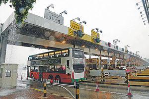 紅隧短期難通車 巴士改道東西隧