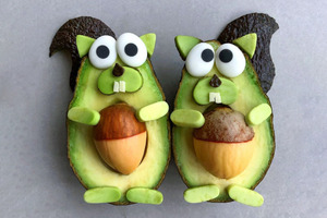 【飲食熱話】神手製作!水果砌出超得意卡通公仔  牛油果松鼠/啤梨海豹/Minions
