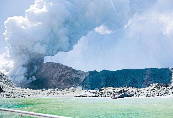 新西蘭火山爆發 兩港人疑失蹤