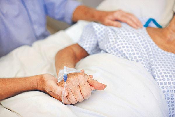 晚期善終 逾半人沒把握 預設醫療指示 僅3成人有認知