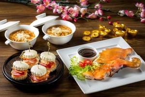 【酒店自助餐】紅磡都會海逸酒店Promenade推出新春海鮮自助晚餐 歎海景+多款賀年菜式/即開生蠔/榴槤甜品任食