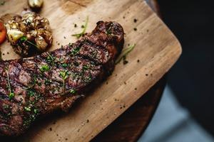 【食物安全】美國超市肉類海鮮及蛋糕發現永久化學物 吸入後或致癌/影響生殖功能/傷肝