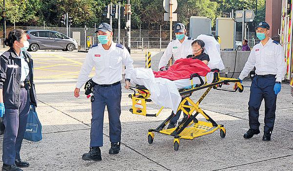 超市偷竊被撞破 女子亮刀傷2職員