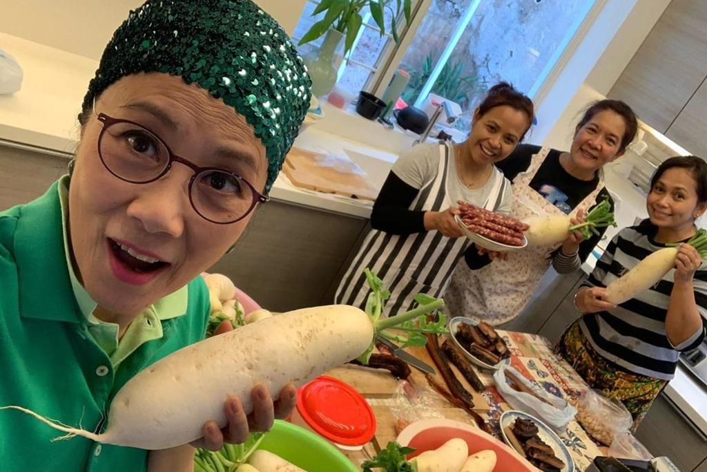 【新年2020】72歲汪明荃Liza姐潮玩IG Story教煮餸  共開分享製作蘿蔔糕食譜4大秘訣