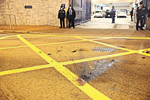 9小時內3警署被擲汽油彈