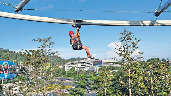 玩滑翔飛索穿越布吉夢幻世界