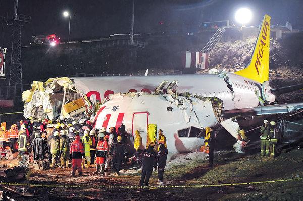 強風暴雨「硬着陸」 釀3死179傷 土國客機失控斷三截