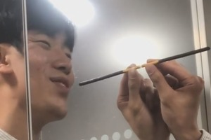 【情人節】韓國網民用一支Pocky過情人節 示範單身都可以好甜蜜