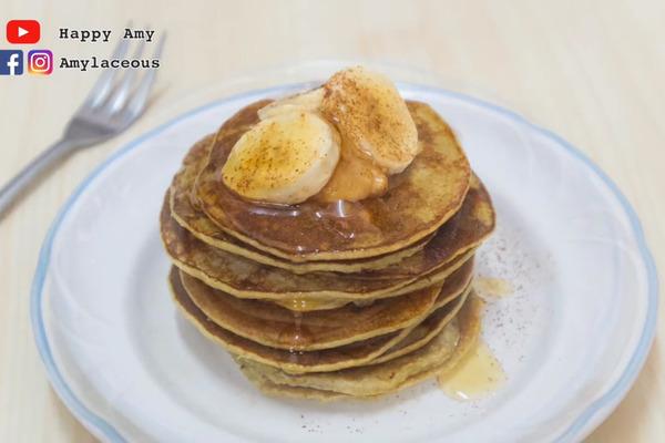 【甜品食譜】只需兩種材料就做到! 零難度早餐食譜  香蕉熱香餅