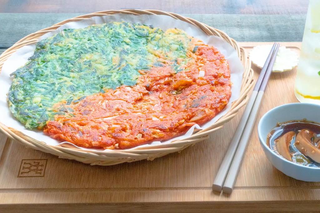 【韓式食譜】韓劇必出現!3步簡易完成韓國傳統美食  泡菜韭菜雙色煎餅