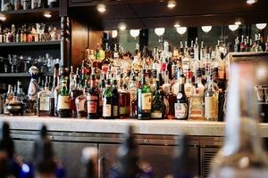【新冠肺炎】政府再度刊憲加推抗疫措施關閉酒吧 售賣或供應酒類場所明晚起關閉14天