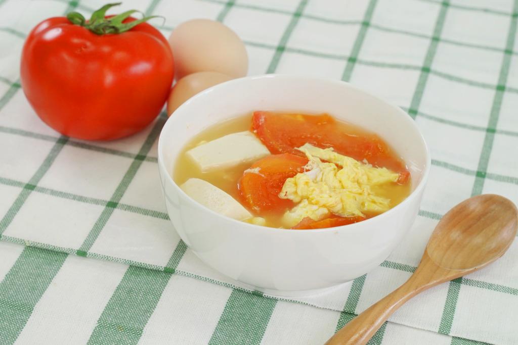 【湯水食譜】15分鐘快速完成!營養豐富中式湯水食譜   蕃茄豆腐蛋花湯