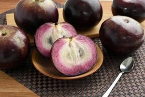 【牛奶果】水果界新貴夢幻紫色牛奶果  清甜多汁口感似果凍  含豐富鐵質/抗氧能力高