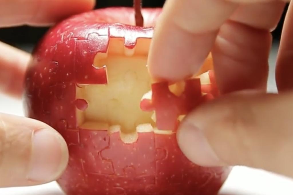 抗疫活動】神手水果雕刻家將蘋果切成立體拼圖 再完整拼回原狀!