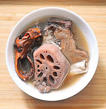 防疫湯水︰章魚蓮藕雲苓白朮豬骨湯