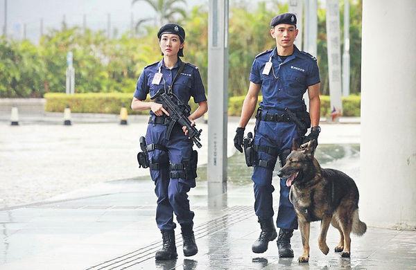 王梓軒畀《機場特警》警犬「恰」
