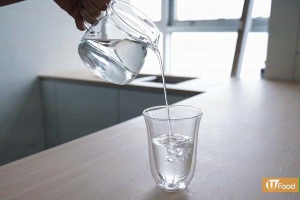 1. 水  水十分重要,若身體缺水,會出現頭暈,因此月經時要補充足夠的水分,同時避免會引致脫水的飲品,如咖啡。