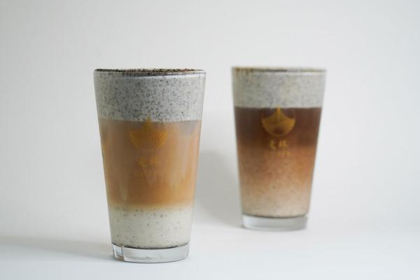 黑白の戀歌 (左) $38     Black & White amour (Red Oolong Tea)/白黑の戀歌 (右)$42    White & Black amour (Coffee)