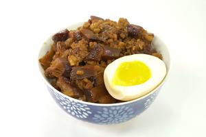 【台式小食】簡易4步還原台灣經典美食 惹味台式香菇肉燥飯