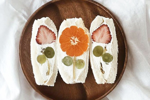 【自製水果三文治】日本網上興起「家庭咖啡店」 家中自製超精美花花水果三文治