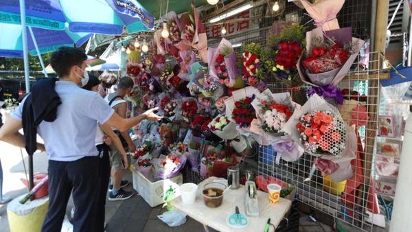 【母親節】花店苦盡甘來 銷情10年來最好 市民稱花價平逾1成