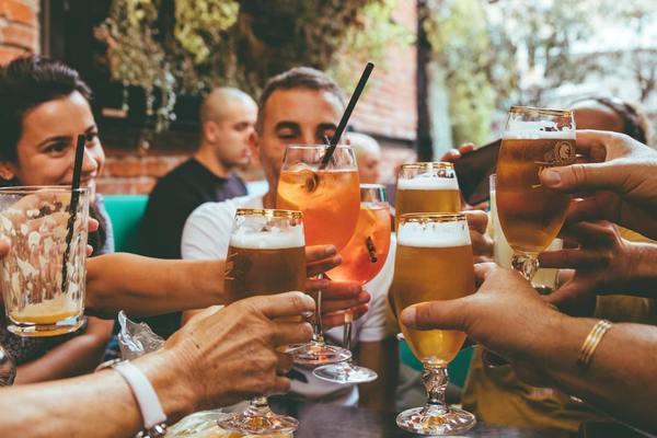 1. 酒精削弱免疫力  世衞指出酒精不能預防新型冠狀病毒或防止受其病毒感染,當大量飲酒,會削弱免疫糸統,降低應對傳染病的能力,因此在任何時候,特別是在抗疫期間應避免飲酒。