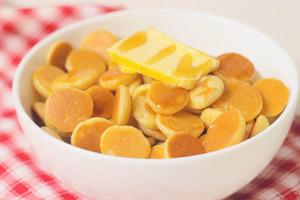 【早餐 食譜 簡單】簡單自製打卡迷你班戟Pancake Cereal早餐 唧出細細粒鬆餅超治癒!