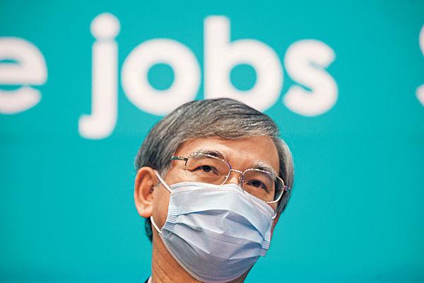 羅致光︰失業率升幅料減慢 可研究「失業保險」