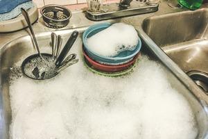 【洗碗】食完飯碗碟餐具浸水唔即洗細菌量急增48萬倍!教你5步正確洗碗方法免成細菌溫床點