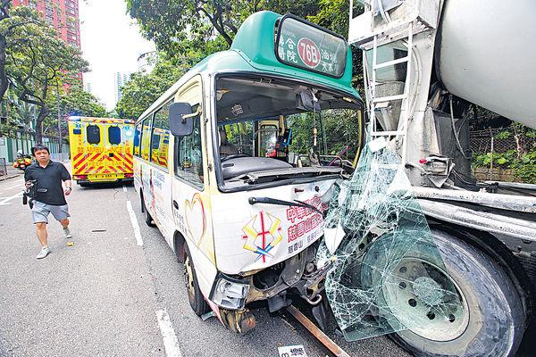 專綫小巴撞田螺車尾 司機乘客11人傷