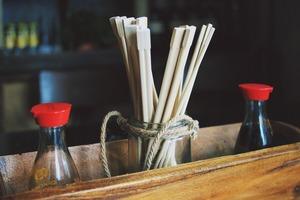 【新冠肺炎】中大研究發現即棄木筷子可殘留新冠病毒 病毒在木上可存活60小時