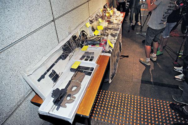 警拘兩人 涉製造或管有爆炸品