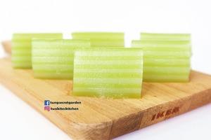 【甜品食譜】簡易自製口感Q軟甜品 斑蘭椰汁千層糕