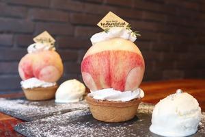 【日本美食】玩味十足!日本餐廳推出蜜桃臀造型甜品撻 原個水蜜桃上碟好吸引