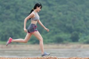 【健康減肥】空腹做運動比飽肚做運動燃燒更多脂肪? 營養師推薦運動前增肌減肥食物