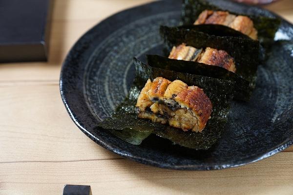 【日本松屋】日本平價牛肉飯店「松屋」聯乘壽司店 推出超足料鰻魚漢堡!