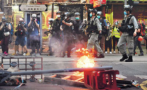 警反對 7.1照上街 堵路 襲警 縱火 370人被捕