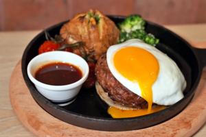 【灣仔美食2020】灣仔日式鐵板漢堡扒店新開張 手打和牛漢堡扒/三重芝士漢堡扒/牛扒
