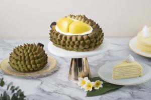 【榴槤蛋糕】聖安娜餅屋「頂級D24榴槤飄香盛宴蛋糕」全新登場!3D開邊榴槤造型/D24榴槤果肉夾心