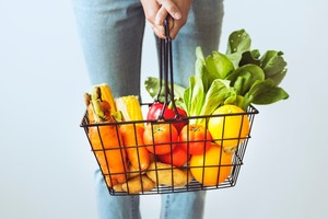 【食用安全】新研究:微塑膠由植物根部吸收污染蔬果 一個蘋果有4000萬塑膠微粒!