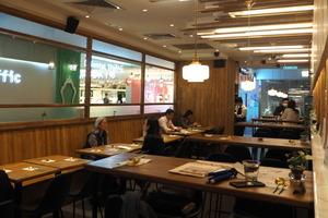 【新冠肺炎】香港爆發新一波新冠肺炎疫情  政府收緊限聚令:餐廳每枱最多8人