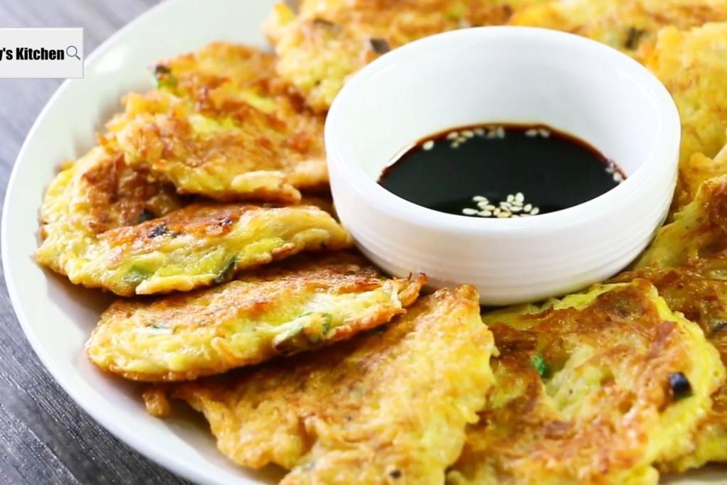 【雞蛋食譜】新手零難度!3步輕鬆完成   韓式金菇煎蛋餅