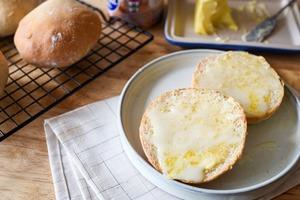 【麵包食譜】5種材料還原茶餐廳名物!  自家製香甜奶油脆豬