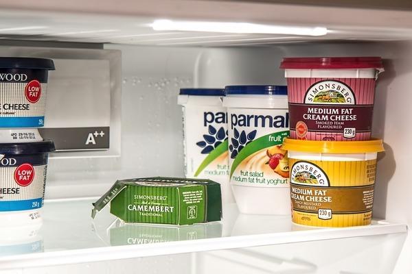 1. 未經巴士德消毒的奶類製成的芝士,包括部分軟芝士和半軟芝士
