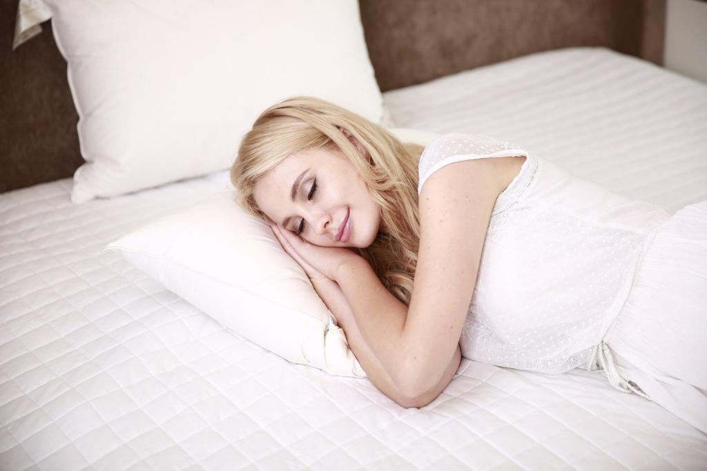 睡前這樣做睡著也能燃燒卡路里減肚腩! 細數5個方法睡前瘦身燃脂